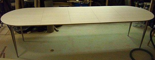 Ovalt Bord Med Laminat Ontario 3 Ilaggskivor Koniska Metallben