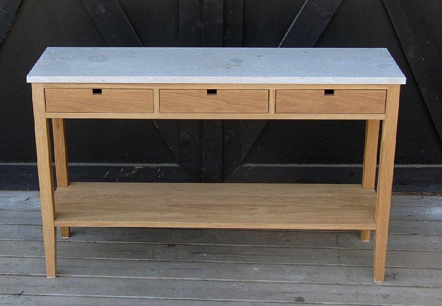 Sideboard i oljad ek och kalksten